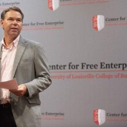 Винс Тайра выступает в Колледже бизнес-центра свободного предпринимательства, сентябрь 12, 2018.